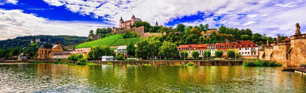 Vacanze economiche Baviera giovani tour minivan