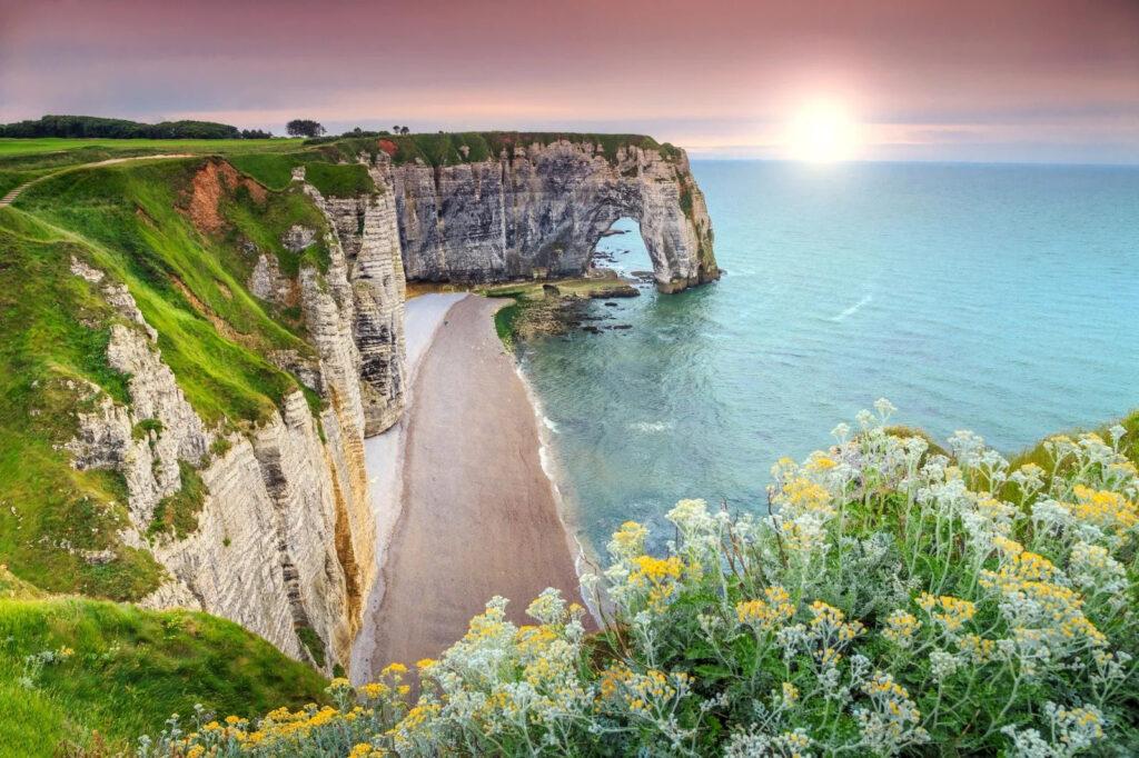 Vacanze economiche Normandia giovani tour minivan