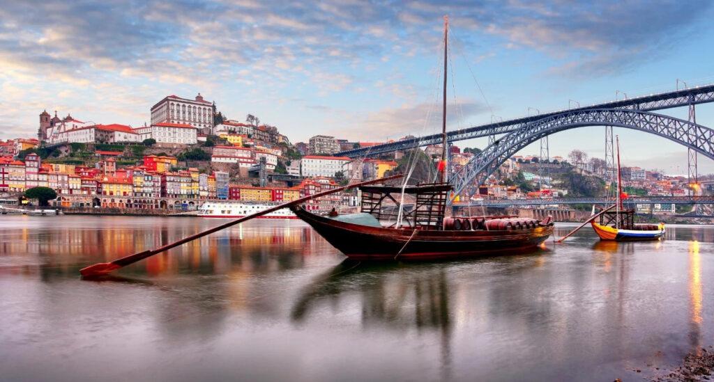 Vacanze economiche Portogallo giovani tour minivan